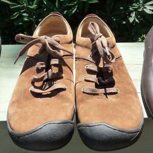 Brown Keens Size 10