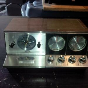 vintage elgin clock radio