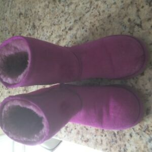UGG's Fuchsia Pink Boots!!! Very good condition