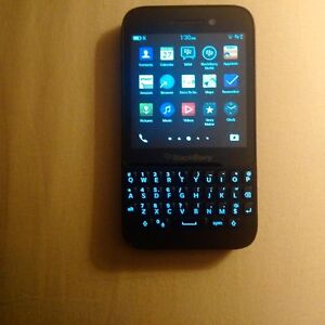 Blackberry Q5, unlocked, Android apps