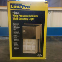 Outdoor wall security light