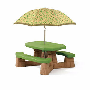 STEP 2 Naturally Playful Kids Picnic Table & Umbrella MINT SHAPE