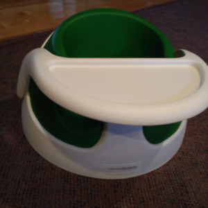 booster seat style bumbo 50$