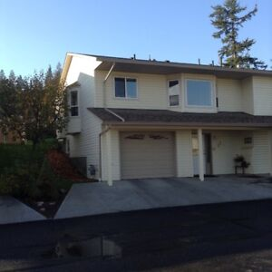 2-Level Townhouse in well-maintained strata complex