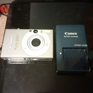 Canon Elph Digital SD1000 with battery & charger