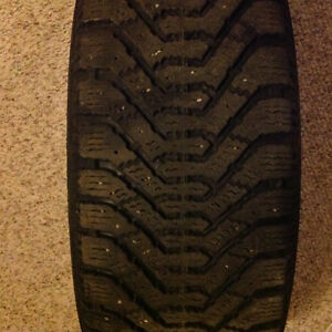 4 Good Year Nordic P195/65R15 Winter Tires