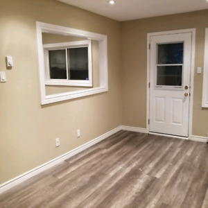 3 bed 2 bath condo townhouse glen st and Wentworth st w