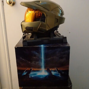 Halo 3 Legendary Edition Master Chief Helmet, Stand, Box