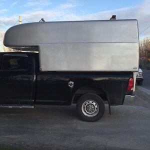 Fiber glass truck box / Boite en fibre de verre pour camion
