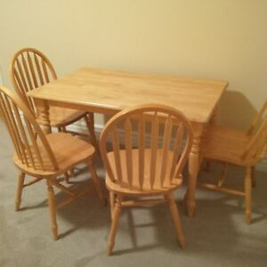 Rectangle Kitchen Table & 4 Windsor Back Chairs