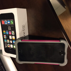 iPhone 5s - 16Gb Silver Windsor Region Ontario image 1