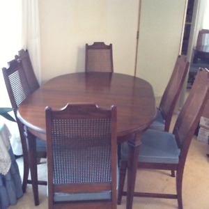 Beautiful dining set - quality, Canadian made