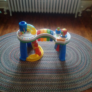 Leapfrog Standup Play Table