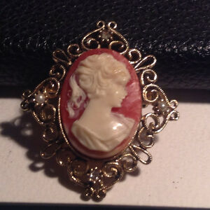 Fashion Jewelry CAMEO Brooch