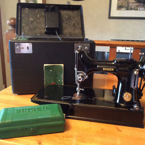 Singer Featherweight 221-1 Sewing Machine, Case & Accessories