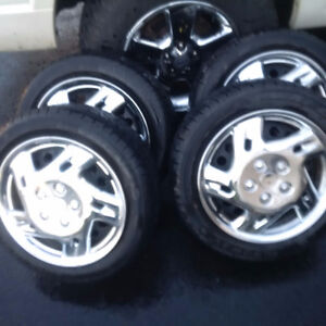 FIAT 500 Winter Tires\Rims\Covers LOW KM Lots of tread 185/55/15