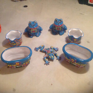SIX CERAMIC PLANTERS AND DECORATIVE FROG (MEXICO)