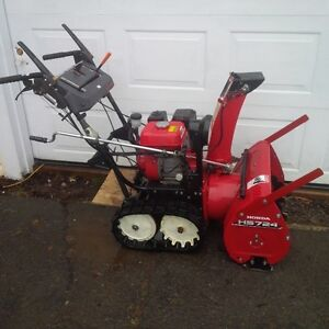 HONDA 7H/P 24 INCH CUT TRACKED SNOWBLOWER IN VERY GOOD CONDITION