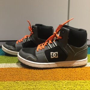 DC Kids' High Rise Sneaker, Size 4, EXCELLENT Condition!