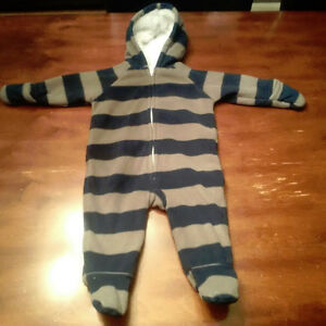 Old Navy fleece snowsuit- 6 to 12 month