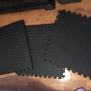 2X2 Interlocking Floor Mats