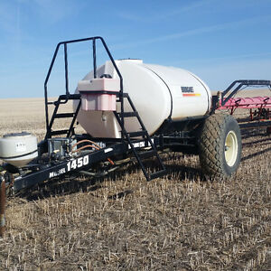 2005 Bourgault 1450 120' 1200 Gallon tow behind sprayer