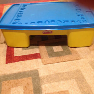PLAY-DOH TABLE AND ORGANIZER
