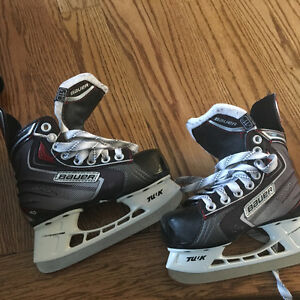 Bauer vapor  like new kid size 11 hockey skates