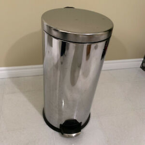 Chrome Trash   Can   Foot Pedal Operated