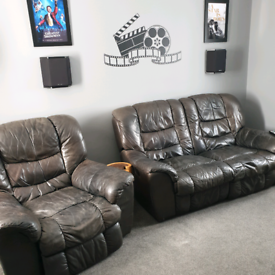2 seater manual recliner with matching 1 seater electric recliner