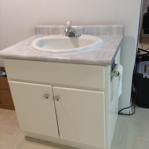 "32"" Vanity with sink & tap"