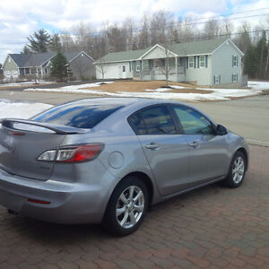 REDUCED - 2013 Mazda3 GS-SKY.Great on Gas! Clean Carproof!!