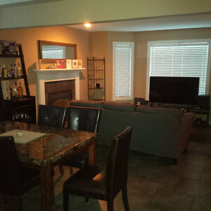 Marda Loop Townhouse Room for Rent Available Immediately