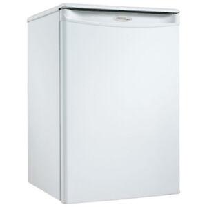 Danby compact Refrigerator Model # Dar254w