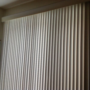 Toiles vénitiennes, verticales, en PVC, blanches