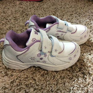 Brand new size 10 girls running shoe