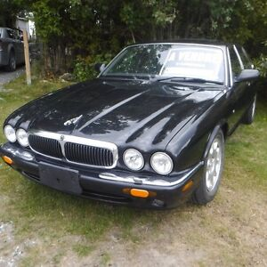 2001 Jaguar XJ8 de belle allure!