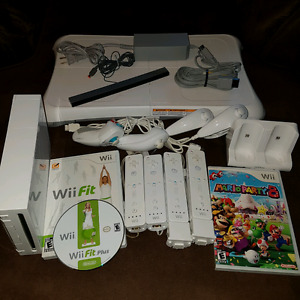 Nintendo Wii, Mario party 8, Wii fit, fit plus, 4 wiimotes,board