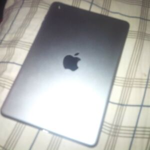 selling used iPAD MINI 2 32GB Windsor Region Ontario image 2