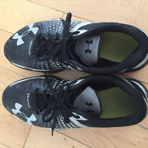 Grey UNDER ARMOUR  running shoes sz 9