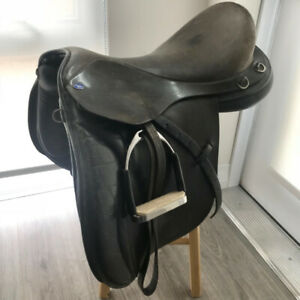 Gently used dressage saddle black very comfortable