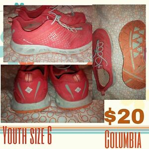 youth size 6 Columbia sportswear shoes