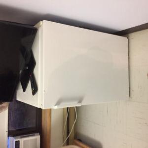 Petit réfrigérateur de la marque Danby.