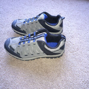 Kids Sports Shoes (Brand new, Size 2)