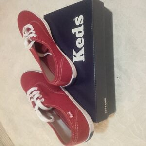 Brand new Red Keds