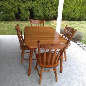 solid maple dining table and 4 chairs
