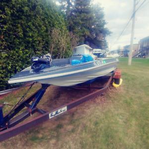 Bateau de peche bass boat 18 pieds