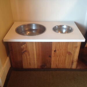 Elevated pet food/water dish