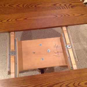 Solid Oak Dining Table & Chairs Kitchener / Waterloo Kitchener Area image 2