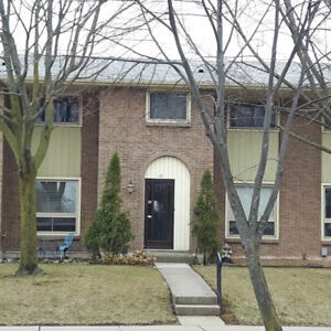 Ideal Condo Townhouse in Central Stoney Creek!